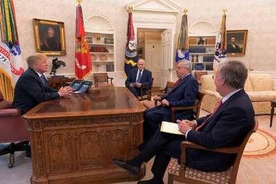 白宫坚毅桌